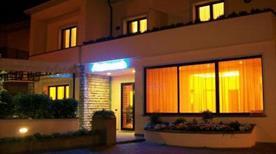 HOTEL SANTA LUCIA - >Cascina