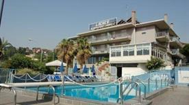 HOTEL LACHEA - >Aci Castello