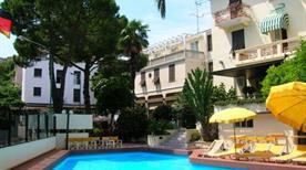 HOTEL COCCODRILLO - >Varazze