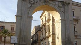 Porta Reale Ferdinandea - >Noto