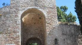 Porta Cappuccini - >Assisi
