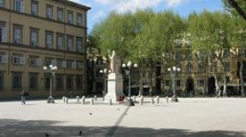 Piazza Napoleone - >Lucca