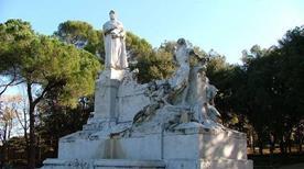 Monumento a Francesco Petrarca - >Arezzo