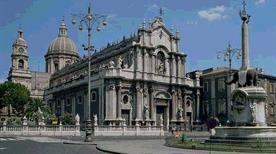 Piazza del Duomo - >Catania