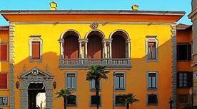 Palazzo Vescovile - >Como