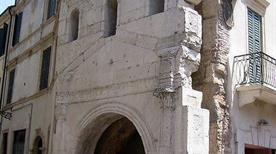 Porta Leona - >Verona