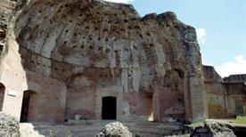 Villa Adriana: Terme con Heliocaminus - >Tivoli