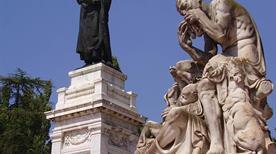 Piazza Virgiliana - >Mantova