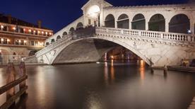 Ponte di Rialto - >Venezia