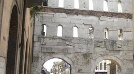Porta dei Borsari - >Verona