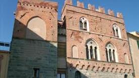 Palazzo Comunale - >Noli