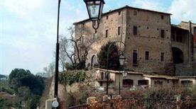 Castello Farnese di Isola Farnese - >Rome