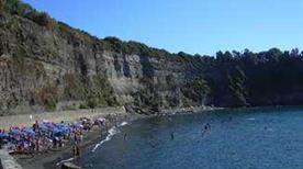 Spiaggia del Pozzo Vecchio - >Procida