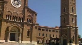 Basilica di Santa Teresa - >Anzio