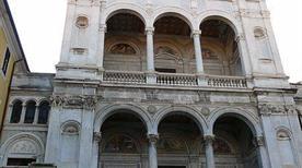 Cattedrale dei Santi Pietro e Francesco - >Massa