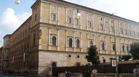 Palazzo della Cancelleria - >Rome