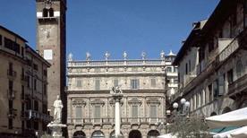 Piazza delle Erbe - >Verona