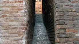 Vicolo più stretto d'Italia - >Ripatransone