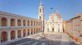 Piazza della Madonna - >Loreto
