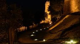 Mura del Castello di Moniga con parco - >Moniga del Garda