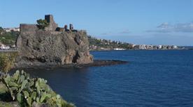 Castello di Aci - >Aci Castello