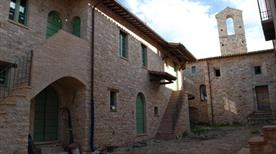 Castello di Gallano ruderi - >Valtopina