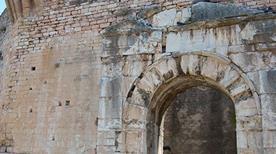 Porta Urbica - >Spello