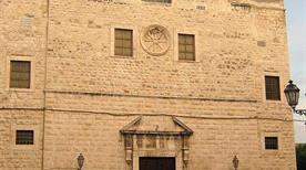 Chiesa di Santa Chiara - >Trani