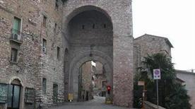 Porta San Francesco - >Assisi