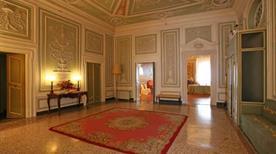 Palazzo Tucci - >Lucca