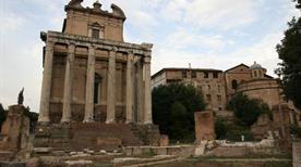 Tempio di Antonio e Faustina - >Rome