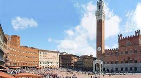 Piazza del Campo - >Sienne