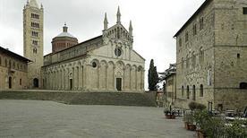 Piazza Garibaldi - >Massa Marittima