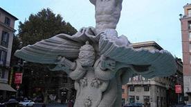 Fontana del Tritone - >Rome