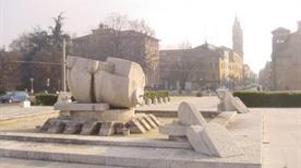 Scultura e Fontana di Cascella - >Parma
