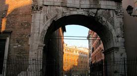 Arco di Gallieno - >Rome
