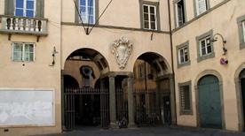 Palazzo Santini - >Lucca
