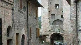 Porta San Giacomo - >Assisi