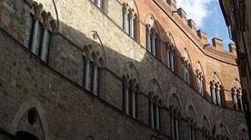Palazzo Chigi-Saracini - >Siena