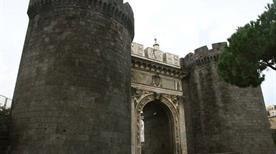 Porta Capuana - >Napoli