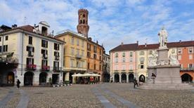 Piazza Cavour - >Vercelli
