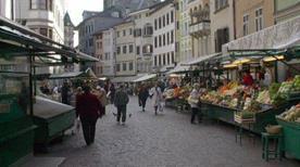 Piazza delle Erbe - >Bolzano