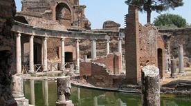 Villa Adriana: Teatro Marittimo - >Tivoli