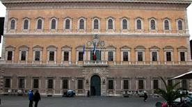 Palazzo Farnese - >Rome