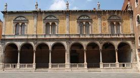 Loggia del Consiglio - >Verona