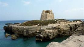 Torre di Roca Vecchia ruderi - >Melendugno