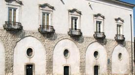 Palazzo Marchesale Venusio - >Turi