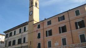 Torre delle Ore - >Pietrasanta