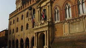 Palazzo d'Accursio o Comunale - >Bologna
