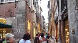 Via Fillungo - >Lucca